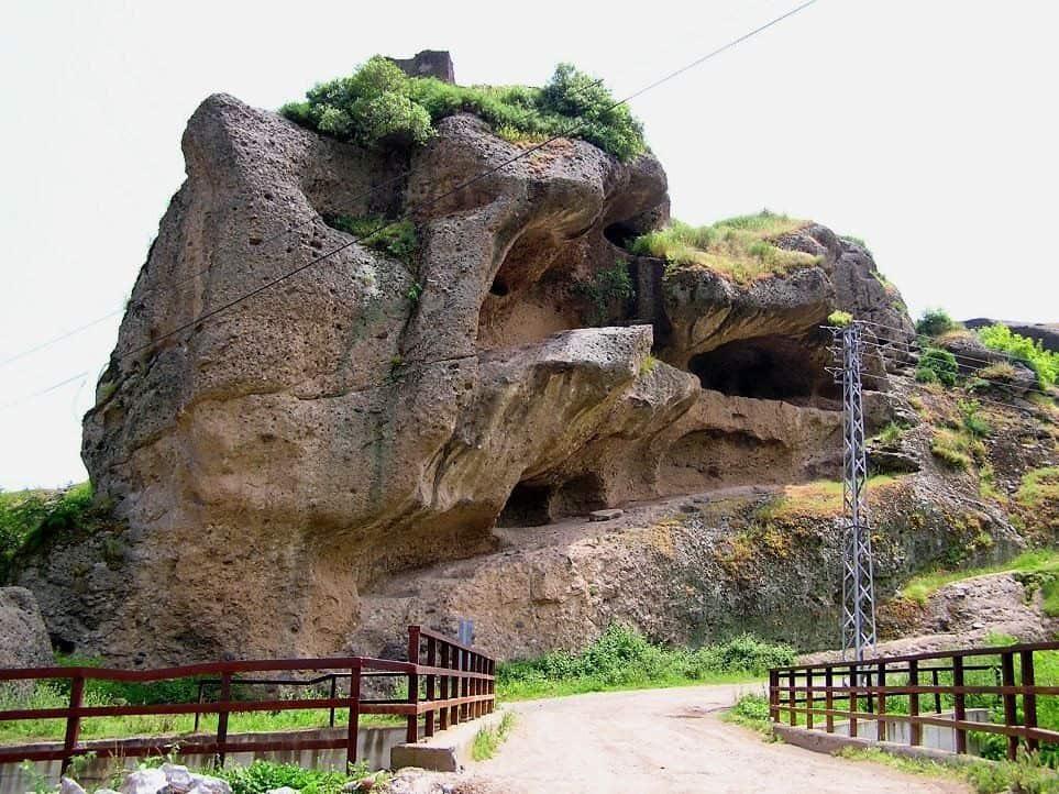 Tekkeköy Mağara-Kale Yerleşmesi (Arkeoloji Vadisi)